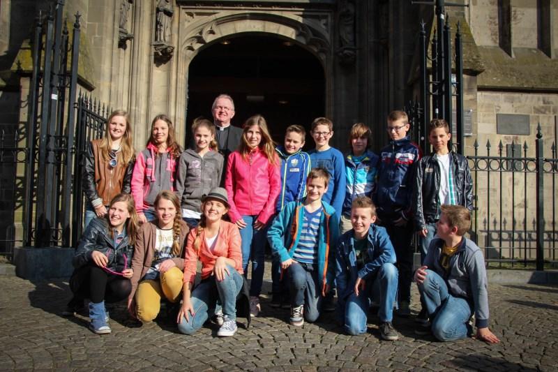 Alle vormelingen voor de ingang van de St. Jan in den Bosch
