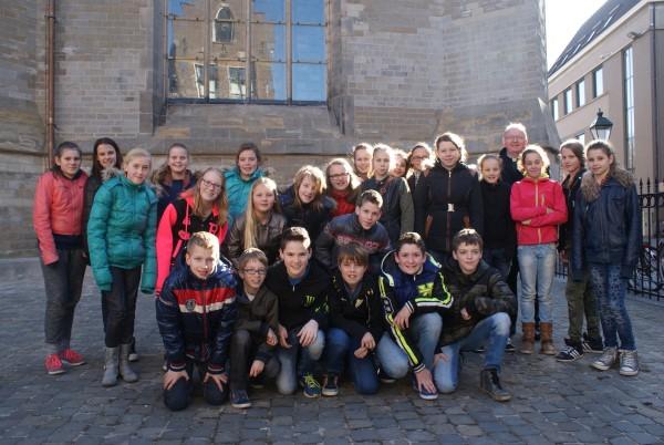 Vormelingen 2015 voor de Kathedraal van de St. Jan in den Bosch